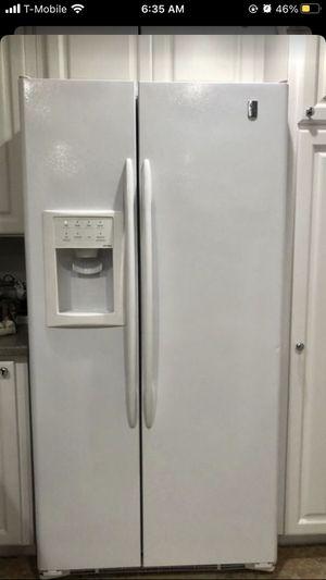 GE Profile Refrigerator for Sale in Orlando, FL