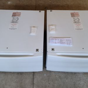 """2- 27"""" Pedestals for Washer and Dryer for Sale in Chico, CA"""