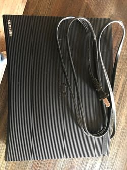 Blu ray player Takes Regular aswell Has options for Netflix and multiple apps Needs universal remote for Sale in Yakima,  WA