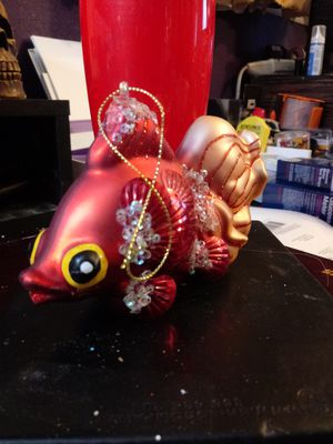 Beautiful and very collectable glass fish ornament. for Sale in Las Vegas, NV
