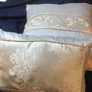 Set Of Reversible Throw Pillows for Sale in Montgomery, AL