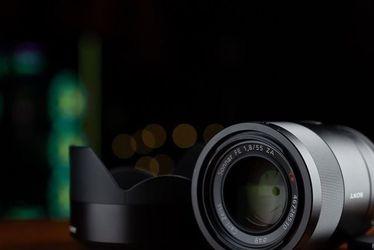 Sony Zeiss Sonnar T* FE 55mm F/1.8 ZA Full Frame Lens for Sale in Everett,  MA