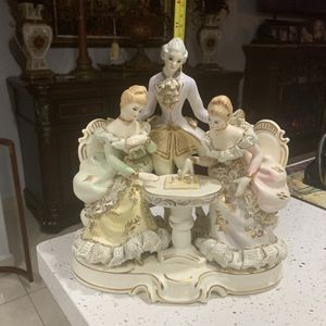 Vintage Porcelain Figures Decoration See Pics for Sale in Hialeah, FL