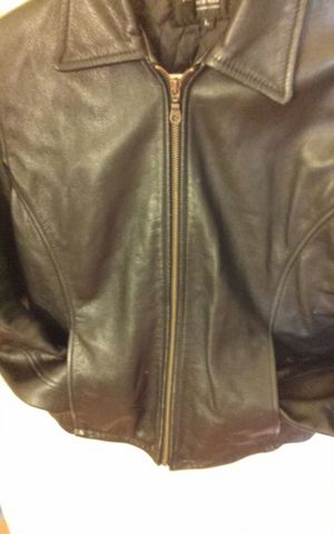 WOMEN'S LEATHER COAT , IN GREAT CONDITION for Sale in Bronx, NY