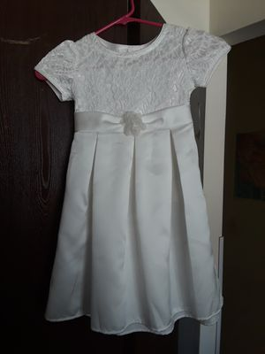Girls satin white dress, size 5 for Sale in Mount Prospect, IL