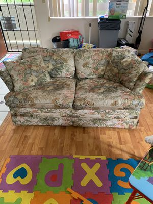 sofa/couch (floral) for Sale in Waipahu, HI