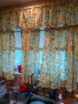 2set of sunflower curtn and 2valce square for Sale in Jackson, NJ