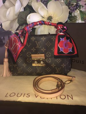 Pre-Loved Louis Vuitton Monogram Handbag. Includes Brand New LV Bandeau, Vachetta Shoulder Strap & Protective Dust Bag. for Sale in Sudley Springs, VA