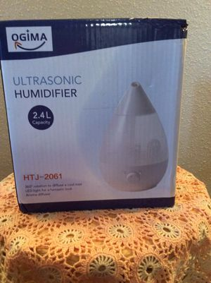 Brand NEW XL Capacity 2.4 L Ultrasonic Home Aroma Humidifier Purifier Night Lamp In Box + BONUS sealed bottle of Peppermint Oil 3.7 ml. for Sale in Austin, TX