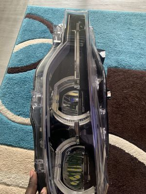 Bmw 3 series 2016-2018 headlight ( driver side) for Sale in Coral Springs, FL