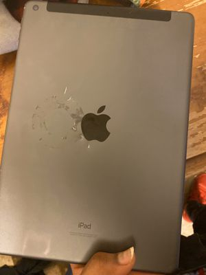 iPad 11 pro for Sale in Brooklyn Park, MD