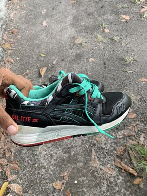 Asics Running shoes size 7y for Sale in Miami, FL