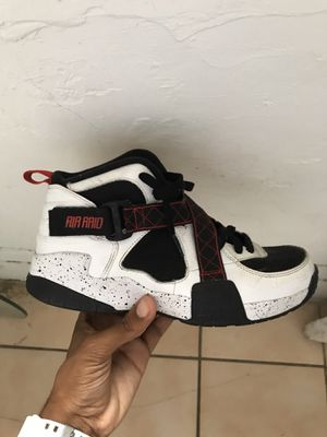 Basketball athletic shoes nike size 7 for Sale in Miami, FL