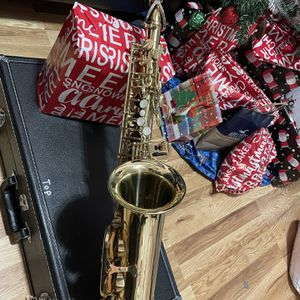 Saxophone Alto for Sale in Newark, NJ
