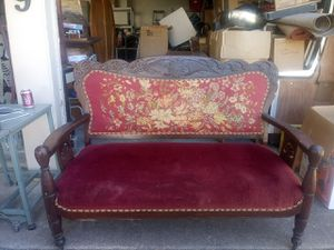 Victorian polar couch for Sale in Fort Worth, TX