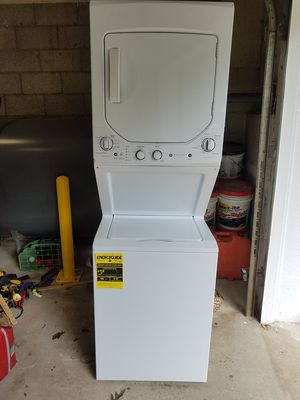 GE stackable washer dryer like new. Only used couple months for Sale in Fairfield, CT
