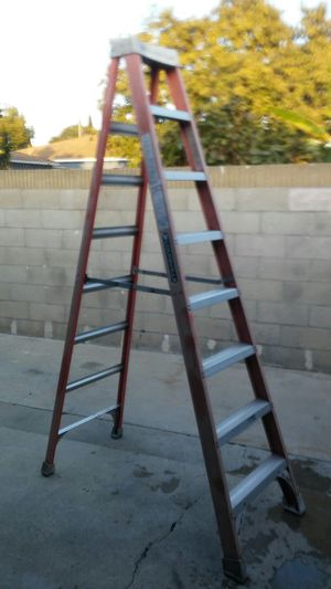 LOUISVILLE STAIR F-7541 300lbs load capacity Ladder size 8' model FS 1508 highest standing level 5FT 8 IN for Sale in Paramount, CA