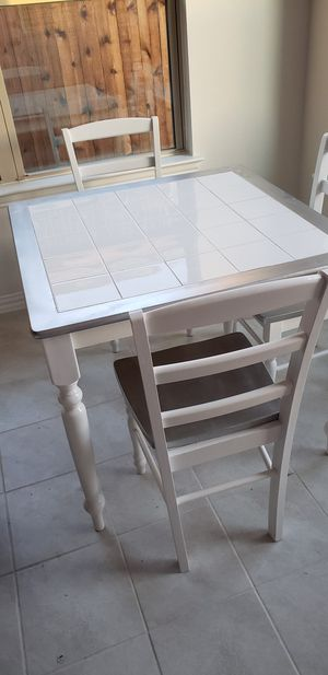 Small dinning kitchen table with 4 chairs for Sale in Haslet, TX