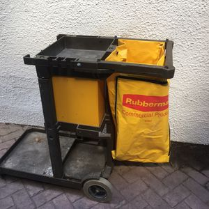 Rubbermaid Janitors Cart / Cleaning Trolley for Sale in Lincoln, NE