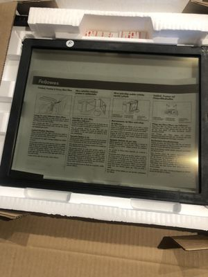 NEW - Fellowes Privacy Screen Filter for 16/17-Inch CRT and 17-Inch LCD Monitors, Retails for $77 for Sale in Channahon, IL