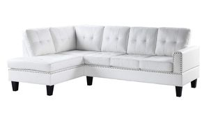WHITE BONDED LEATHER NAILHEAD DETAIL SECTIONAL SOFA CHAISE COUCH / SILLON SECCIONAL BLANCO for Sale in Downey, CA