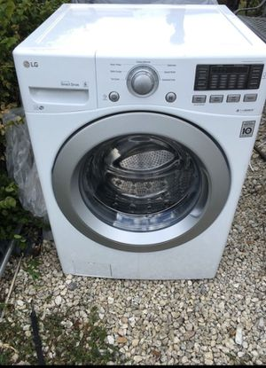 LG WASHER AND DRYER SET WITH SMART TECHNOLOGY BOTH WORKING PERFECTLY FINE for Sale in Pompano Beach, FL