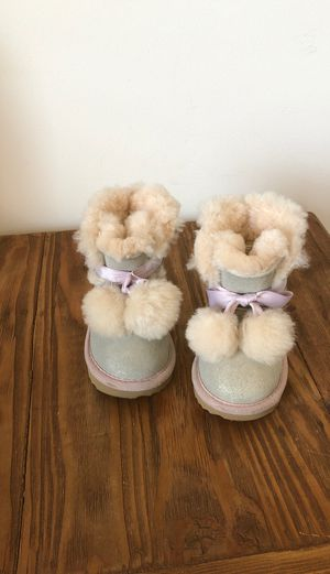 UGG toddler girl winter boots size 6 USA, it looks like new for Sale in Hollywood, FL