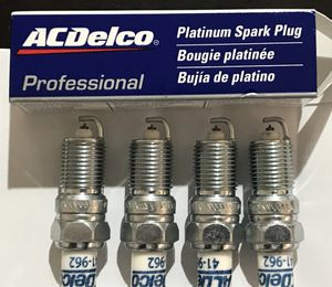 ACDelco spark plugs Chevy Cadillac GMC 8 pcs per set for Sale in Lancaster, CA