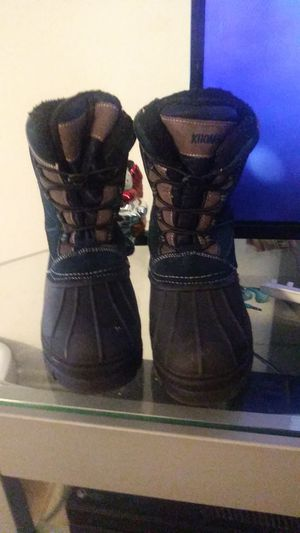 Snow boots size 5 for Sale in Anaheim, CA
