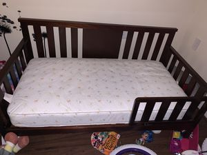 Wood Toddler Bed W/ Mattress for Sale in Washington, DC