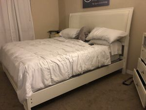 King bed and frame for Sale in Miramar, FL
