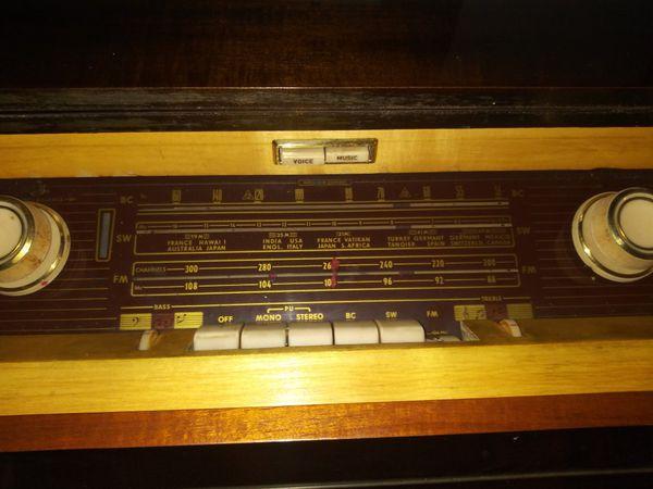 Old School Radio & Record Player
