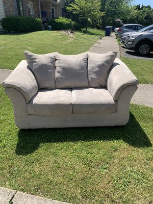 Love seat free for Sale in Gahanna, OH