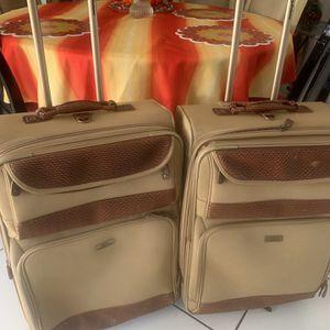 Dos maletas en excelente condiciones for Sale in Miami, FL