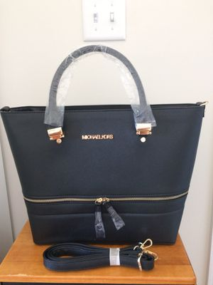 MK new black purse with zipper top & shoulder strap for Sale in Aspen Hill, MD