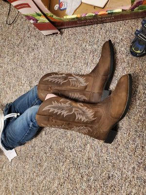 Ariat 8.5 boots for Sale in Wichita, KS