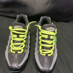 New/Unused Nike Air Max 95 (Black Volt) for Sale in Manassas, VA