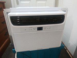 FRIGIDAIRE Air Conditioner 12K BTU for Sale in Lancaster, TX