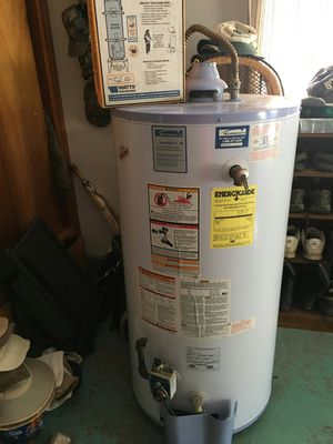 """Kenmore """"GAS"""" water heater with straps! for Sale in Buckley, WA"""
