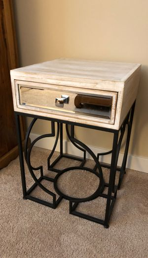 End table or night stand for Sale in Snoqualmie, WA
