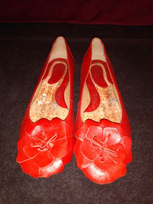 Born Womens sz 7.5 Red Leather Floral Ballet Flats for Sale in Dallas, TX