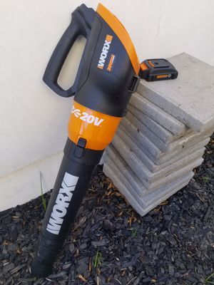 Practically New WORX Electric Leaf Blower for Sale in Los Angeles, CA