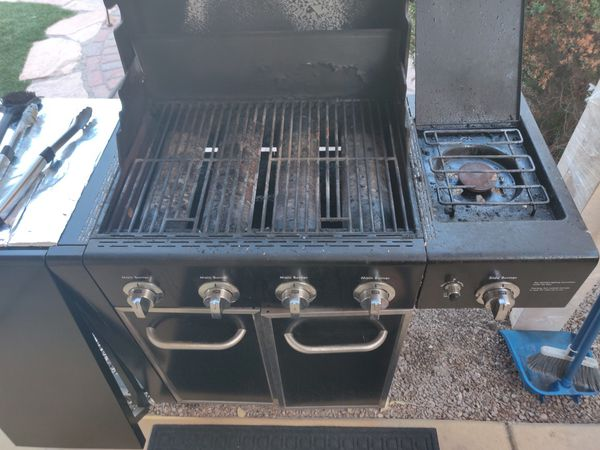Kenmore BBQ grill with 4 main burners and side burner in stainless steel and cast iron cooking grids