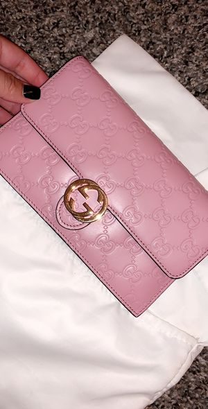 Pink wallet Gucci for Sale in New York, NY