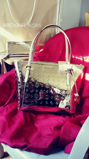 NWT MICHAEL KORS CIARA LG TOTE BAG W/ WALLET for Sale in Citrus Heights, CA