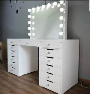 MAKEUP VANITY DIMMABLE LIGHTS AND BLUETOOTH for Sale in Chino, CA