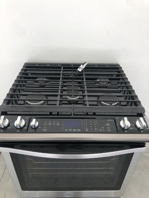Whirlpool - 5.8 Cu. Ft. Self-cleaning Slide-in Gas Convention Range - Stainless Steel for Sale in Bluffton, SC