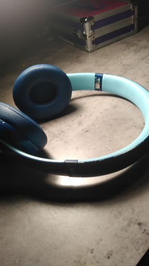 Beats solo 3 wireless for Sale in Lorain, OH