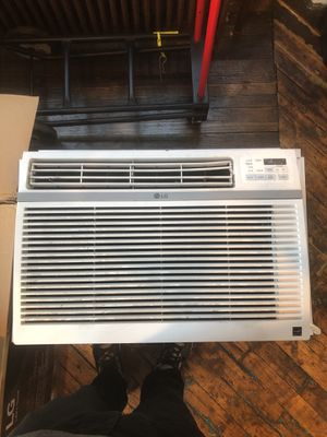 "LG Room Air Conditioner 24,500 BTU/hr Room Size 1560 sq ft Fits windows 29""- 41"" W x 19"" H for Sale in Chicago, IL"
