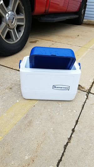 Rubbermaid cooler for Sale in Waukegan, IL